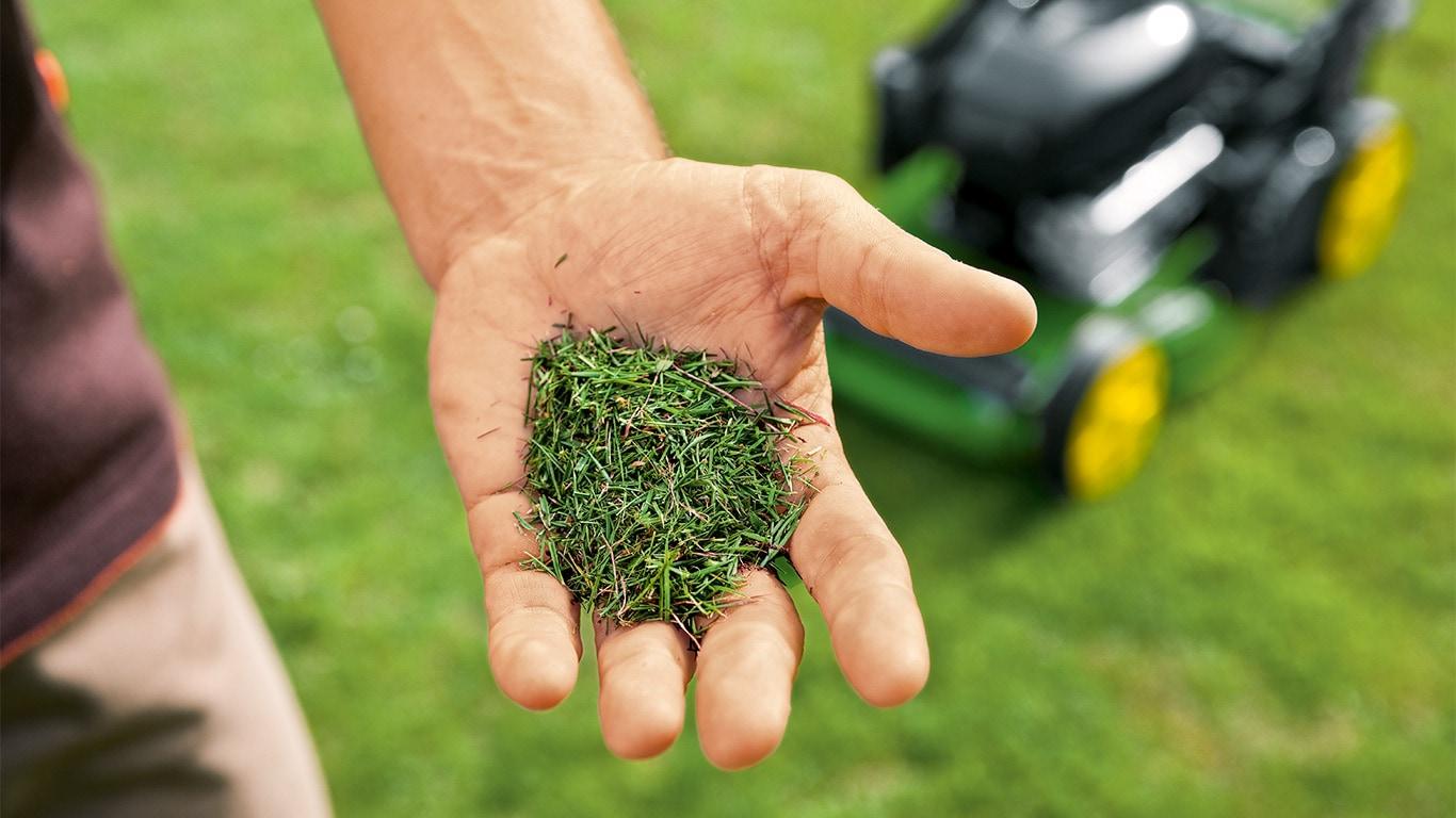 Naturens styrke. Det afklippede græs, der er rigt på kvælstof, sendes tilbage til græsplænen som naturlig gødning.